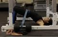 Подъемы таза с эластичной лентой лежа на спине