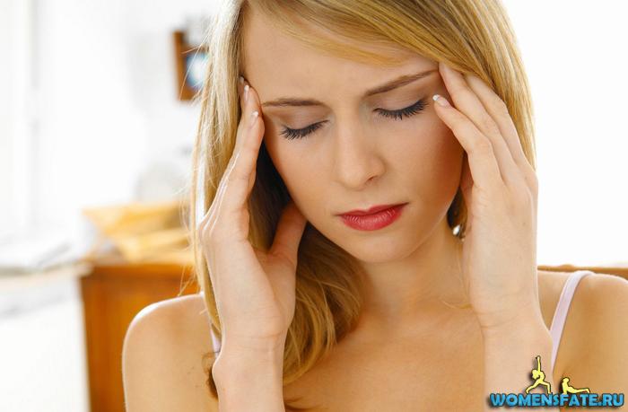 головная боль у девушки